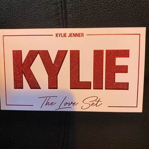 Kylie Cosmetics the love set